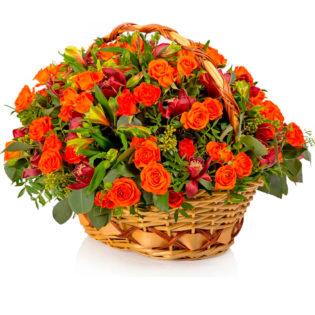 Цветы в корзинке «Алый закат»