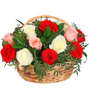 Цветы в корзинке «Поцелуй розы»