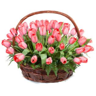 Цветы в корзинке «Розовые тюльпаны»